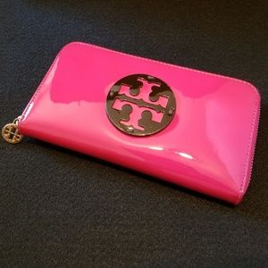 Tory Burch patent leather Zip wallet